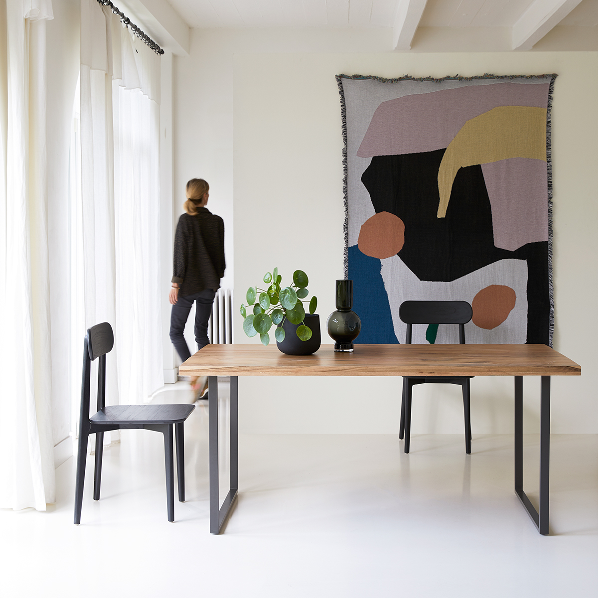 Temis solid acacia and metal Table, seats 4/6